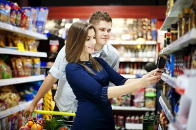 The big lie about mobile commerce everyone's telling right now: Couple shopping on mobile in store